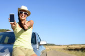 Woman on travel showing phone screen — Stock Photo