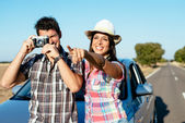 Couple on car roadtrip vacation — Stock Photo