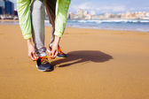Running challenge at city beach — Stock Photo