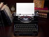 Retro Typewriter & Biooks — Stockfoto