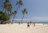 Volleyboll på stranden — Stockfoto