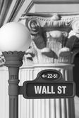 Wall Street Sign with Corinthian Columns — Stock Photo