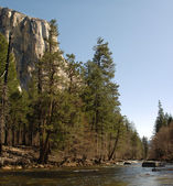 Merced River in Yosemite Valley — Stock Photo