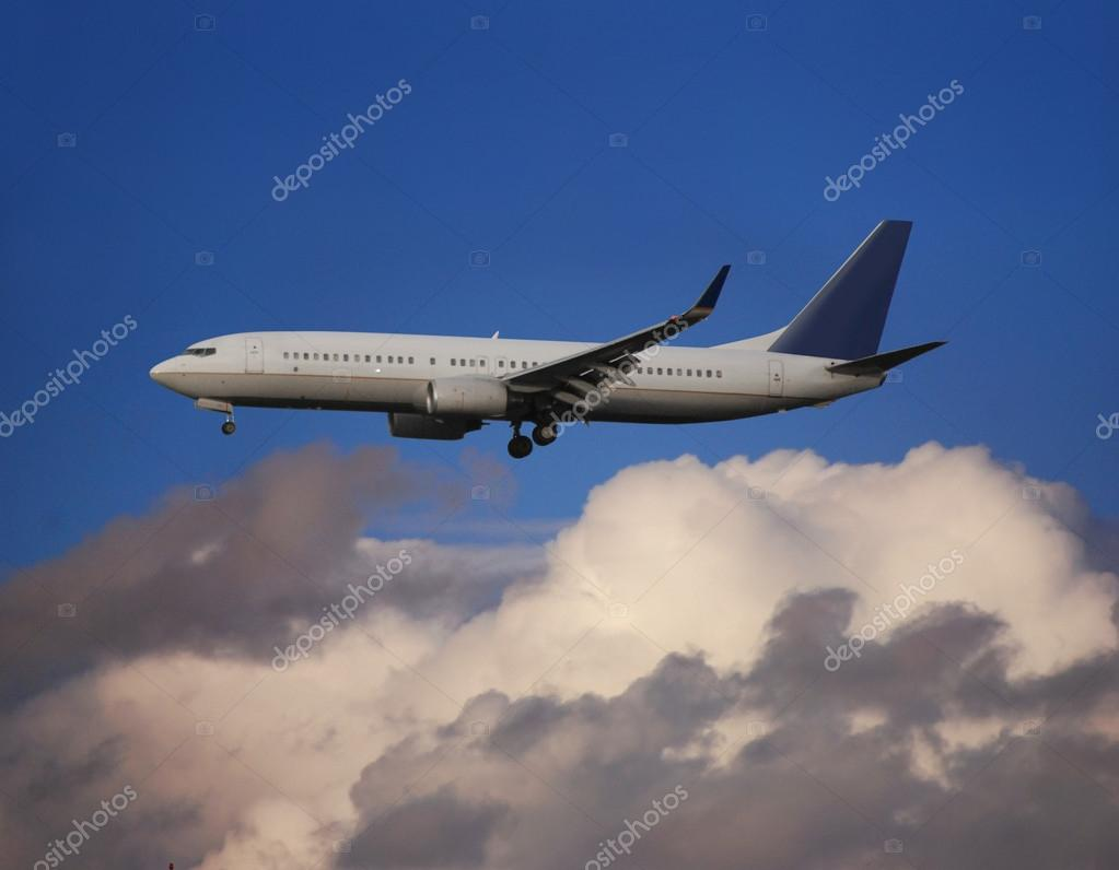 Airplane in the sky — Stock Photo #13470284