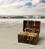 Treasure chest on the beach of the island — Stock Photo
