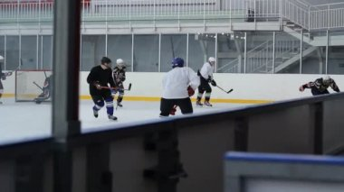 Hockey game in bush-league — Stock Video #12775504