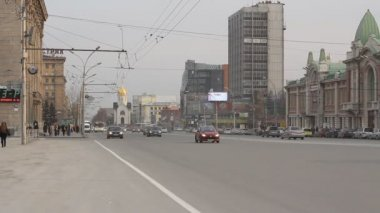 Traffic on the main street in Novosibirsk, Russia — Stock Video