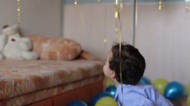 Child throwing balls in a decorated room — Stock Video