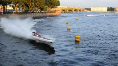 Twenty-four-hour motor boat race in St. Petersburg, Russia — Stock Video
