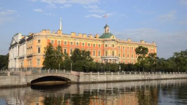 St. Petersburg, The Mikhailovsky Palace in summer — Stock Video