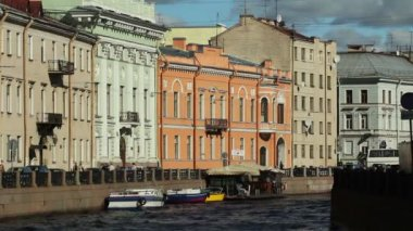 Historic houses along the Moika River, St. Petersburg, Russia — Stock Video