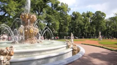 Large Fountain of the Summer Garden, St. Petersburg — Stock Video
