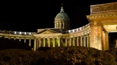 St. Petersburg, The Kazan Cathedral at night — Stock Video