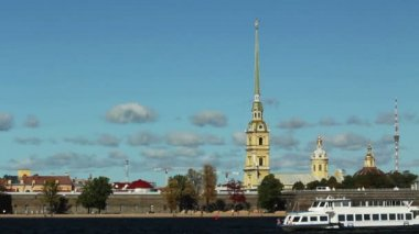 Tour Ship and Paul Fortress, St. Petersburg, Russia — Stock Video
