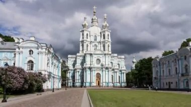 Smolny Cathedral in tracking, St. Petersburg, Russia — Stock Video