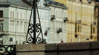Cast iron forged lattice on a stone embankment, St. Petersburg, Russia — Stock Video