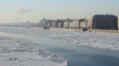 St. Petersburg, Neva river in winter — Stock Video