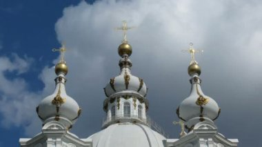 St. Petersburg, Close-up Smolny Cathedral domes — Stock Video