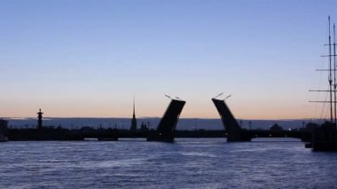 Silhouette Palace leaf bridge, St. Petersburg — Stock Video
