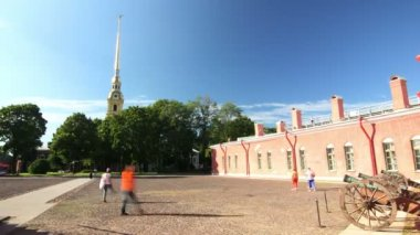 HD: Peter and Paul fortress Courtyard, St. Petersburg, Russia — Stock Video