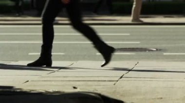 TIME-LAPSE of Pedestrians on a sidewalk - leg level shooting — Stock Video