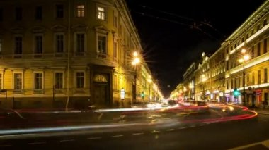 Traffic on Nevsky Prospect at night — Stock Video