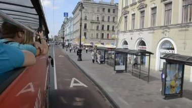 St. Petersburg, Tourist attractions by Tour Bus — Stock Video