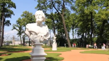 St. Petersburg, Allegorical sculpture in the Summer Garden, 2012 — Stock Video