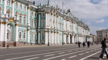 St. Petersburg, Main building of The State Museum Hermitage in summer — Stock Video