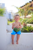 Mały chłopiec z waterlemon — Zdjęcie stockowe