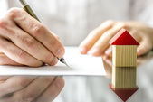 Man signing a contract when buying a new house — Foto de Stock