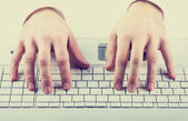 Man typing on a computer keyboard — Stock Photo