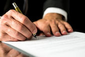 Man signing a typed document — Stock Photo
