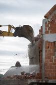 Mechanical digger demolishing a building — Stock Photo