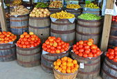 Tomatoes and Other Produce At Country Store — Stock Photo