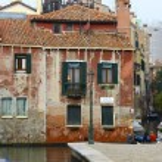 Scenic Historic Buildings Along Venetian Canal — Stock Photo #18893277