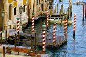 Candy-Striped Gondola Poles Along the Grand Canal — Stock Photo