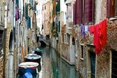 Hanging Laundry and Boats Along a Venetian Canal — Stock Photo