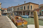 Wasser-Strasse (Kanal) in Insel Murano, Venedig, Italien — Stockfoto