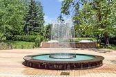 Kreisförmige Garten Brunnen — Stockfoto