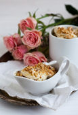 Nutty dessert and roses — Stock Photo