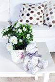 Flowers in modern living room — Stock Photo