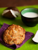 Fresh baked coconut macaroons — Stock Photo
