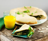 Spinach pie and juice — Stock Photo