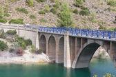 川に橋 — ストック写真