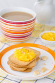Biscuits with orange marmalade — Stock Photo