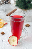 Mulled wine with cinnamon stick and star anise — Stock Photo