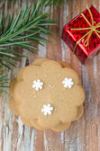 Gingerbread, branch of spruce and gift box — Stock Photo