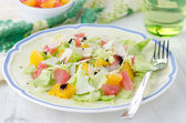 Salad with grapefruit, oranges, iceberg lettuce and cheese — Stock Photo
