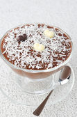 Schoko-Mousse in eine Glasschale Eisbecher mit Schokoladen Herzen — Stockfoto